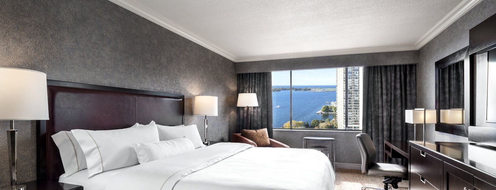 Premium Lakeview Guest Room